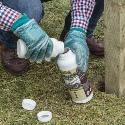 Prepare the mixture by mixing part A and Part B of Osmo UK Post Fix